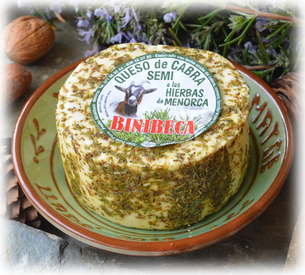 Binibeca cabra a las hierbas de Menorca